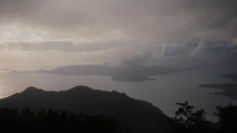 菲律宾沓亚火山(taal)不平静 24小时震355次