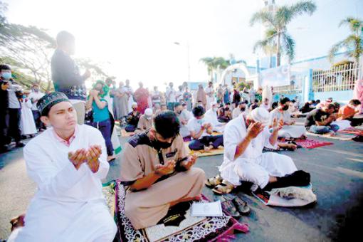 开斋节菲律宾穆斯林居家庆祝 总统发贺词