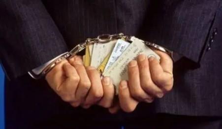泉州公安捣收卡窝点 银行卡被运来菲律宾洗钱