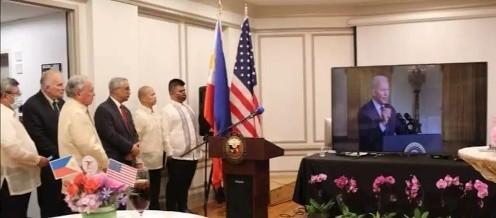 菲律宾推迟终止军事协议 美国感到高兴