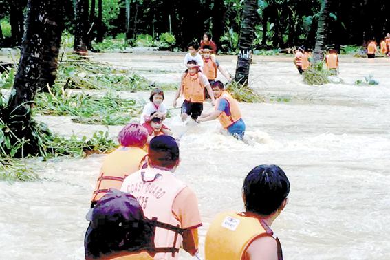 """强热带风暴""""圆规""""已造成菲律宾11死7失踪"""