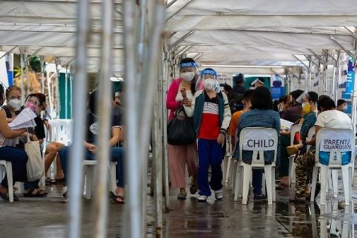 菲律宾大马尼拉区降至中度风险 世卫促公众谨慎